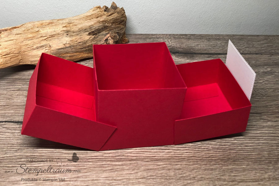Double Flip Top Box aus Stampin´Up! Materialien im Valentinsdesign geöffnet.